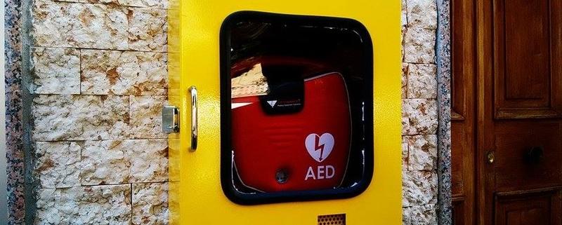 Follia da centro commerciale: il defibrillatore ti salva la vita!