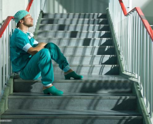 Calzature Sanitarie per medici ed infermieri: quali vantaggi e quali scegliere.